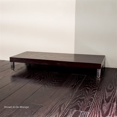 Free-standing bench with polished stainless steel legs 39 3 /